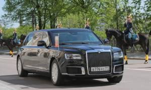 Η λιμουζίνα του Πούτιν θάμπωσε ακόμα και τον πρίγκιπα του Άμπου Ντάμπι!