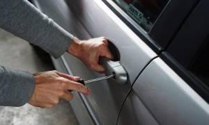 Κρήτη: Συμμορία «άνοιγε» αυτοκίνητα λουόμενων στο Ρέθυμνο