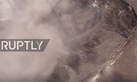 Η «πύλη της κολάσεως»: Ο τεράστιος ηφαιστειακός κρατήρας που απειλεί τη Χαβάη! (vid)