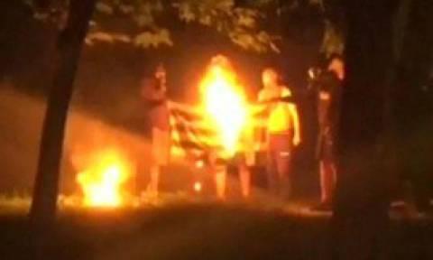 Προανάκριση για το κάψιμο ελληνικής σημαίας στα Εξάρχεια