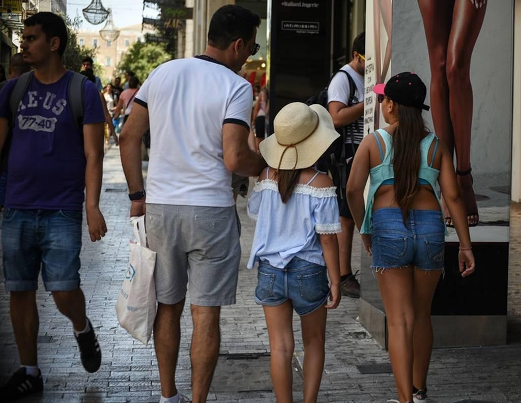 Καιρός: Αφόρητη ζέστη και στην Αθήνα - Πόσο θα δείξει η θερμοκρασία τις επόμενες ώρες