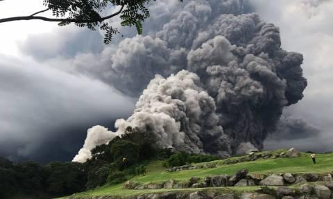 «Βρυχάται» το ηφαίστειο Φουέγκο στη Γουατεμάλα: Ισχυρός σεισμός 5,3 Ρίχτερ (Pics)