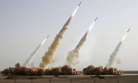 Προειδοποιητικό μήνυμα Ιράν: Αν επιτεθείτε θα απαντήσουμε με «βροχή» από βαλλιστικούς πυραύλους
