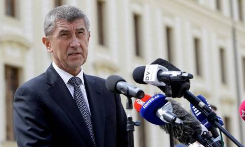 Αντίθετος ο Τσέχος πρωθυπουργός στην πρόταση της Μέρκελ για την αντιμετώπιση του μεταναστευτικού