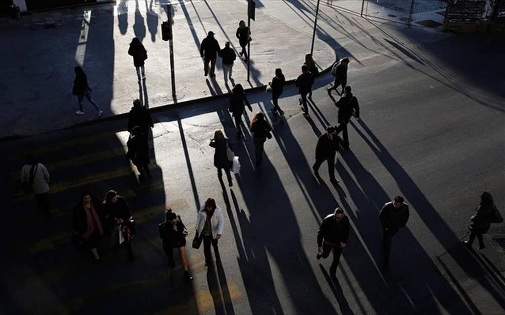 Οικονομικό Επιμελητήριο: «Εσοδα μείον έξοδα» για όλους και μείωση ΦΠΑ