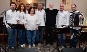 Μελωδίες από τον Διονύση Σαββόπουλο και την Pfizer Hellas Band στο Γηροκομείο Αθηνών
