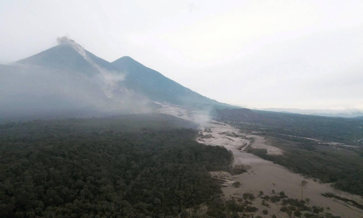 Έκρηξη ηφαιστείου Γουατεμάλα: Οι διασώστες βρήκαν μωρό ζωντανό στα συντρίμμια