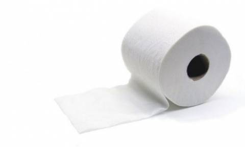 Πήρε ένα χαρτί υγείας και το μετέτρεψε σε αρωματικό τουαλέτας! Θα το κάνετε κι εσείς (video)