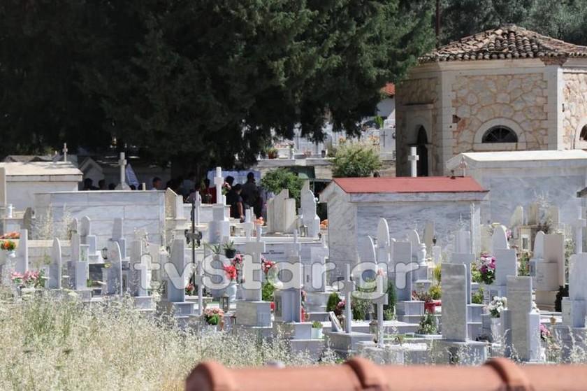 ΕΚΤΑΚΤΟ: Επεισόδια στην Άμφισσα μετά την κηδεία της 13χρονης (pics&vid)