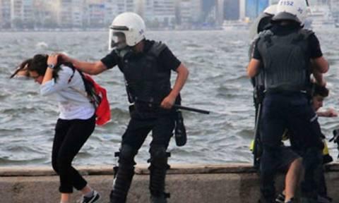 Στο φως τα εγκλήματα Ερντογάν: «Με έγδυσαν και με χτύπησαν γιατί φώναζα συνθήματα κατά του φασισμού»