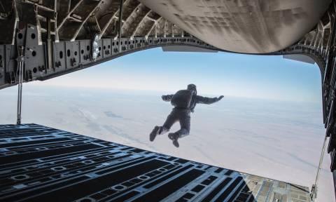 Βίντεο που «κόβει» την ανάσα: Δείτε καρέ-καρέ την πτώση του Τομ Κρουζ από τα 25.000 πόδια