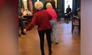 Είναι 87 ετών, αλλά με αυτό που θα δείτε θα σας αφήσει άφωνους... (video)