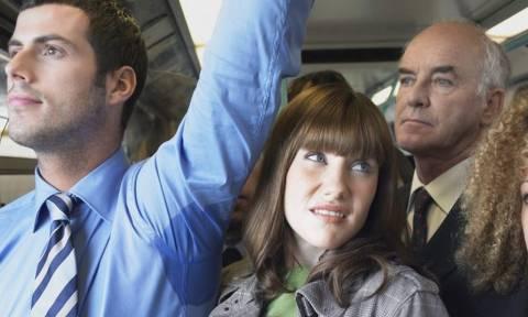 «Ήμαρτον πια με το μαρτύριο της μασχαλίλας στα λεωφορεία, το μετρό και τα ασανσέρ!»
