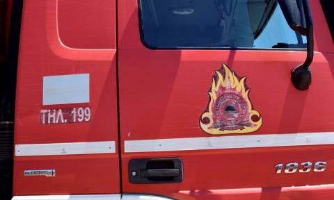 Στις φλόγες ψητοπωλείο στην Πάτρα: Λιποθύμησε άντρας από τους καπνούς