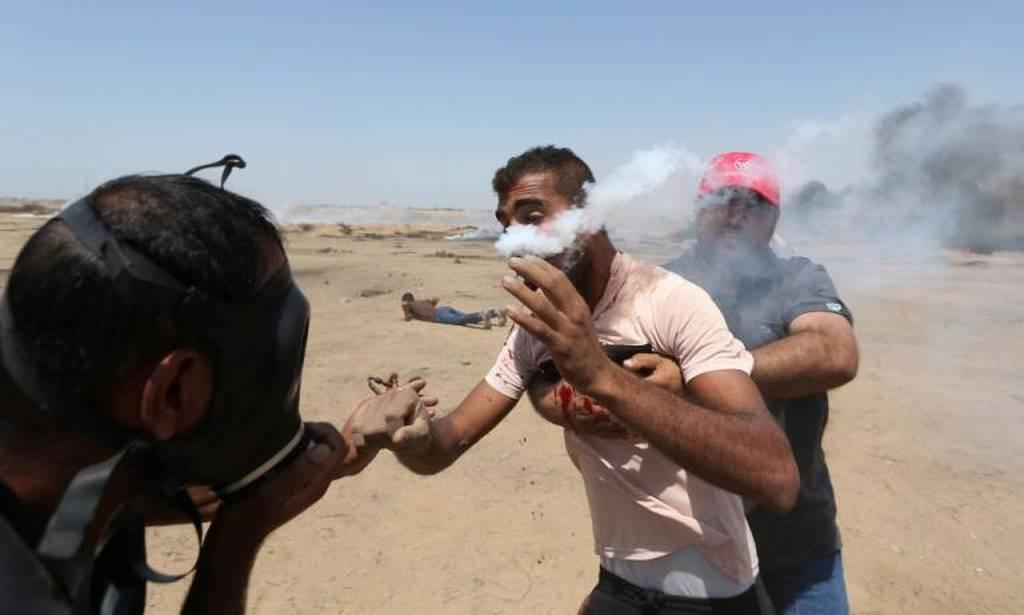 Χωρίς τέλος η αιματοχυσία στη Γάζα: Χάος και τουλάχιστον 100 τραυματίες από ισραηλινά πυρά (pics)