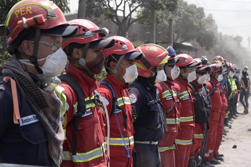 Εικόνες αποκάλυψης: Η πυρακτωμένη λάβα του Fuego έχει καλύψει τα πάντα: Στους 109 οι νεκροί (Pics)