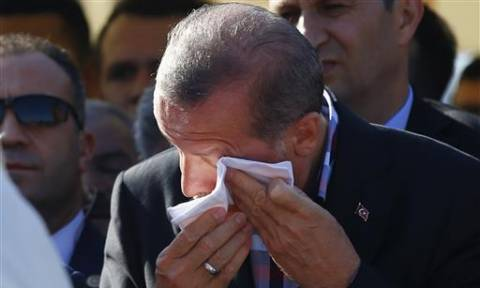 Θλίψη για τον Ερντογάν: «Λύγισε» με το θάνατο του φίλου του (pics)