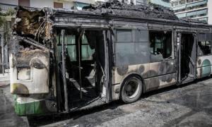 Σοκαριστικές εικόνες στα Κάτω Πατήσια: Λεωφορείο τυλίχθηκε στις φλόγες
