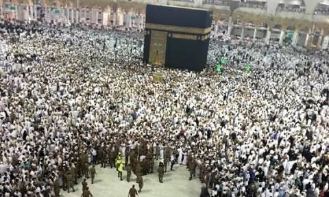Βίντεο – ΣΟΚ: Αυτοκτόνησε μπροστά στα μάτια χιλιάδων πιστών στη Μέκκα (ΠΡΟΣΟΧΗ! ΣΚΛΗΡΟ ΒΙΝΤΕΟ)