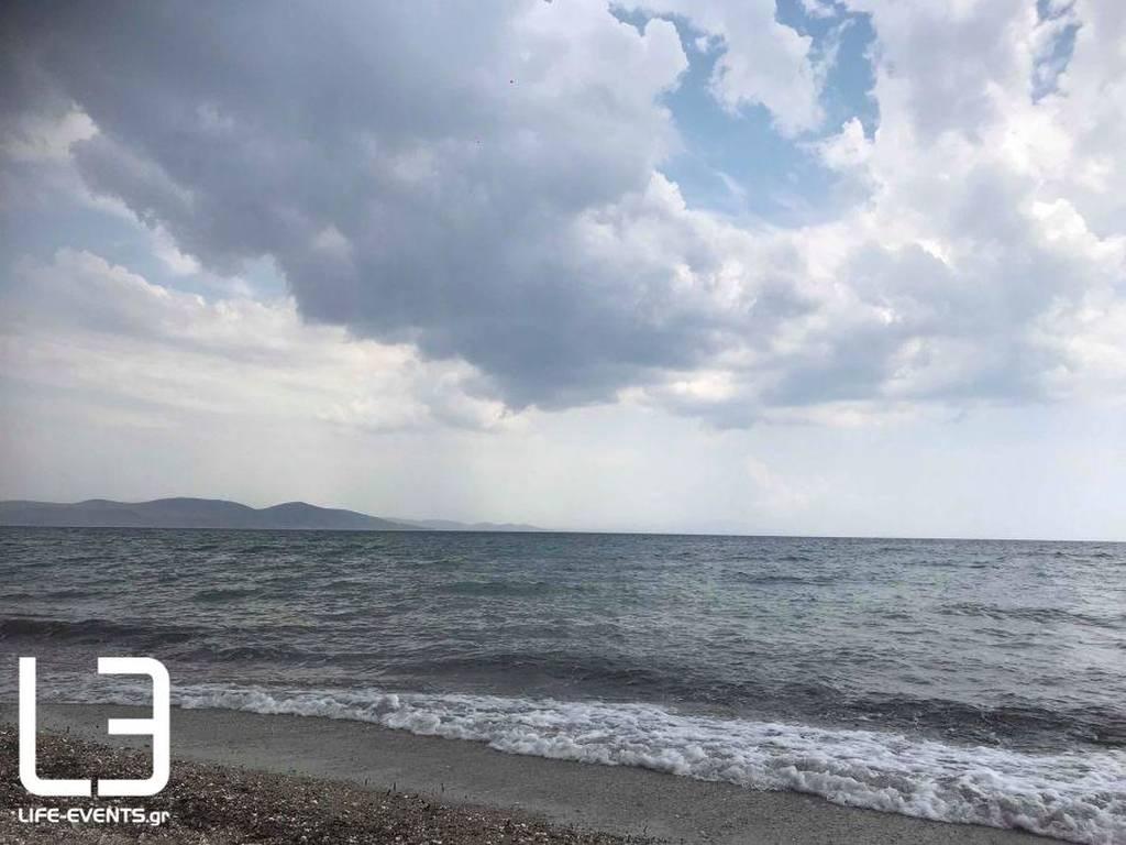 Ξαφνικό μπουρίνι στη Χαλκιδική: Απίστευτες εικόνες (pics+vid)
