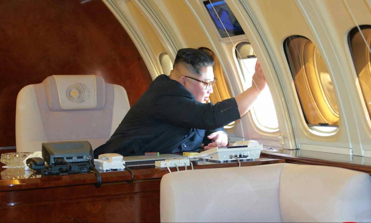 Ιστορική στιγμή: Τραμπ και Κιμ Γιονγκ Ουν έφτασαν στη Σιγκαπούρη - Δείτε τις πρώτες εικόνες
