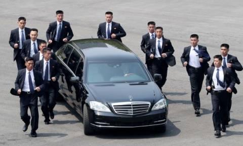 Τραμπ – Κιμ Γιονγκ Ουν: «Φρούριο» η Σιγκαπούρη λίγο πριν από την ιστορική συνάντηση (Vid)