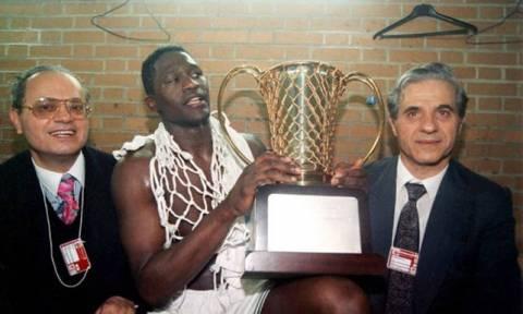 Υπόκλιση από FIBA για Παύλο Γιαννακόπουλο (photo)