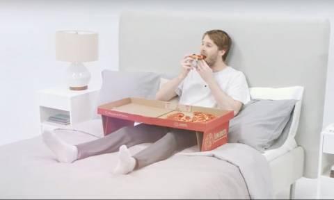 Επανάσταση! Δείτε τι έφτιαξαν με το κουτί πίτσας και θα πάθετε πλάκα! (pics)
