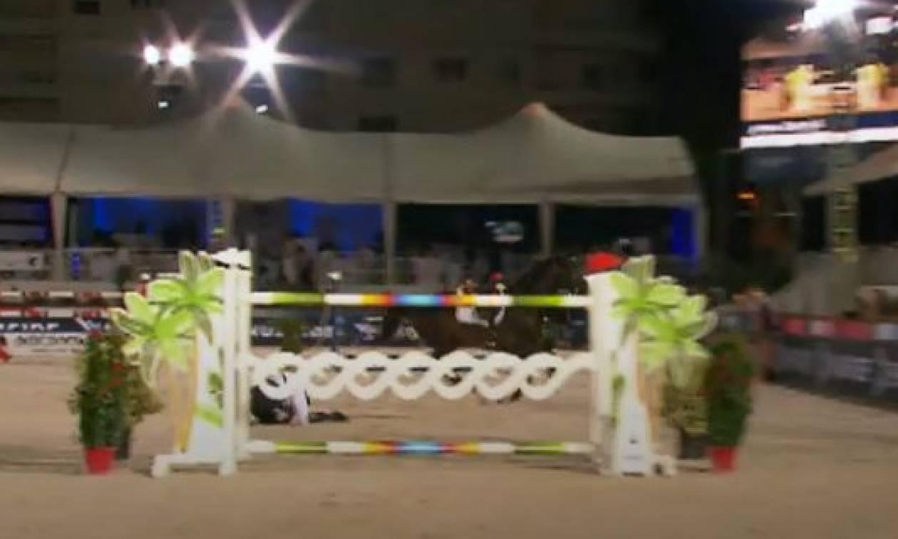 Ατύχημα για την Αθηνά Ωνάση: Έπεσε από το άλογο κατά τη διάρκεια αγώνων (vid)