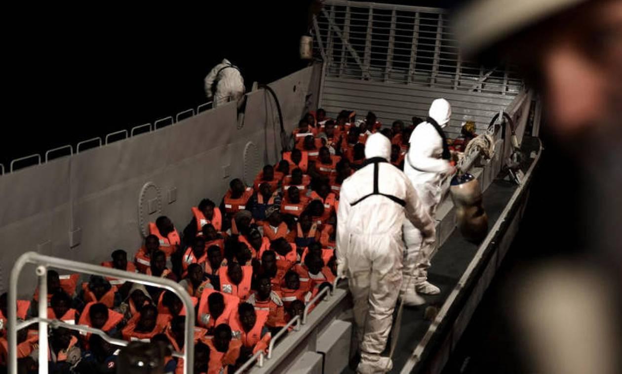To Aquarius παραμένει στα διεθνή ύδατα - Οι 629 μετανάστες δεν θέλουν να πάνε στην Ισπανία