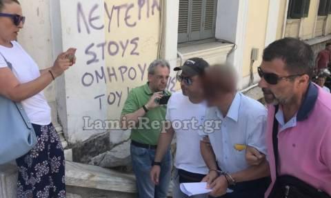 Λαμία: Ενώπιον του δικαστηρίου ο δικηγόρος που φέρεται να ασελγούσε στα εγγόνια του