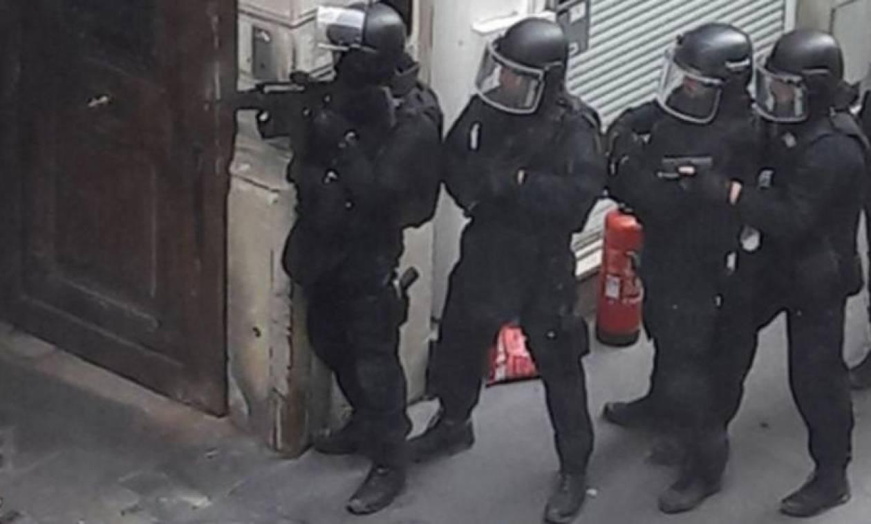 Παρίσι: Ένοπλος κρατούσε όμηρο έγκυο που είχε περιλούσει με βενζίνη (Pics+Vid)
