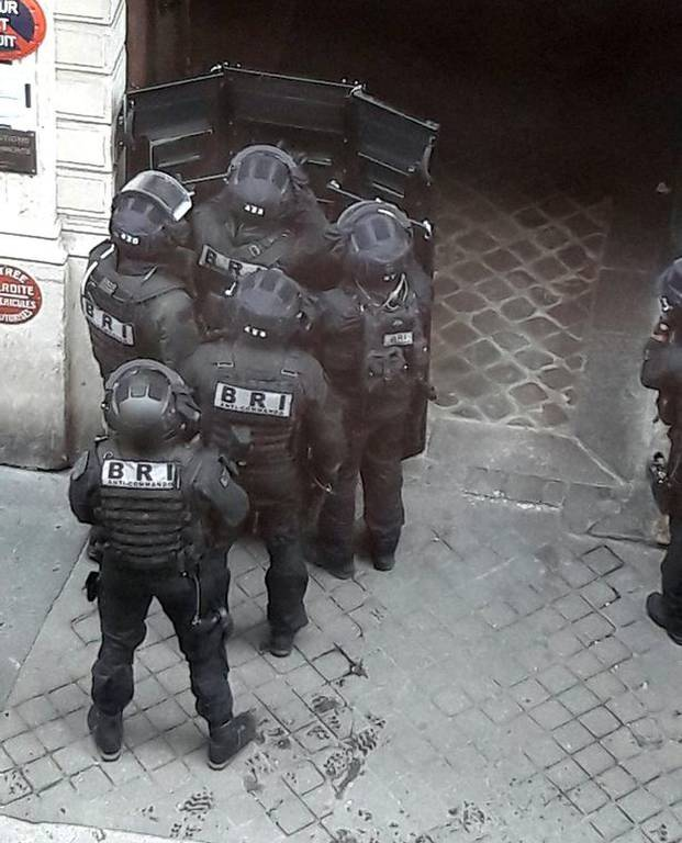 ΕΚΤΑΚΤΟ: Συναγερμός στη Γαλλία: Ένοπλη ομηρία στο Παρίσι