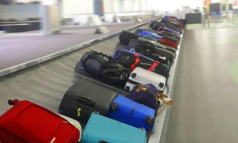Το τρομερό κόλπο για να παίρνετε πάντα πρώτοι τις αποσκευές σας στο αεροδρόμιο!