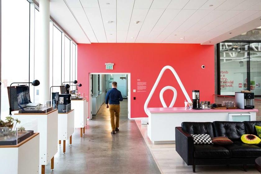 ΑΑΔΕ: Μέχρι τον Ιούνιο θα είναι έτοιμο το Μητρώο για τα ακίνητα Airbnb