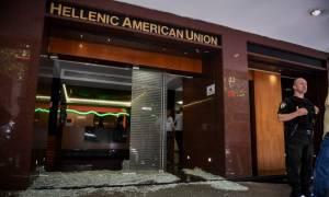 Επίθεση στην Ελληνοαμερικανική Ένωση: Όπλο, φυσίγγια και αλεξίσφαιρο βρέθηκαν στο σπίτι της 23χρονης
