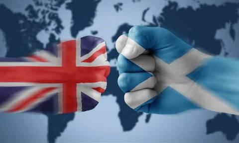 Σε «αχαρτογράφητα νερά» η Βρετανία: Εξοργισμένοι οι Σκωτσέζοι βουλευτές αποχώρησαν από την Βουλή