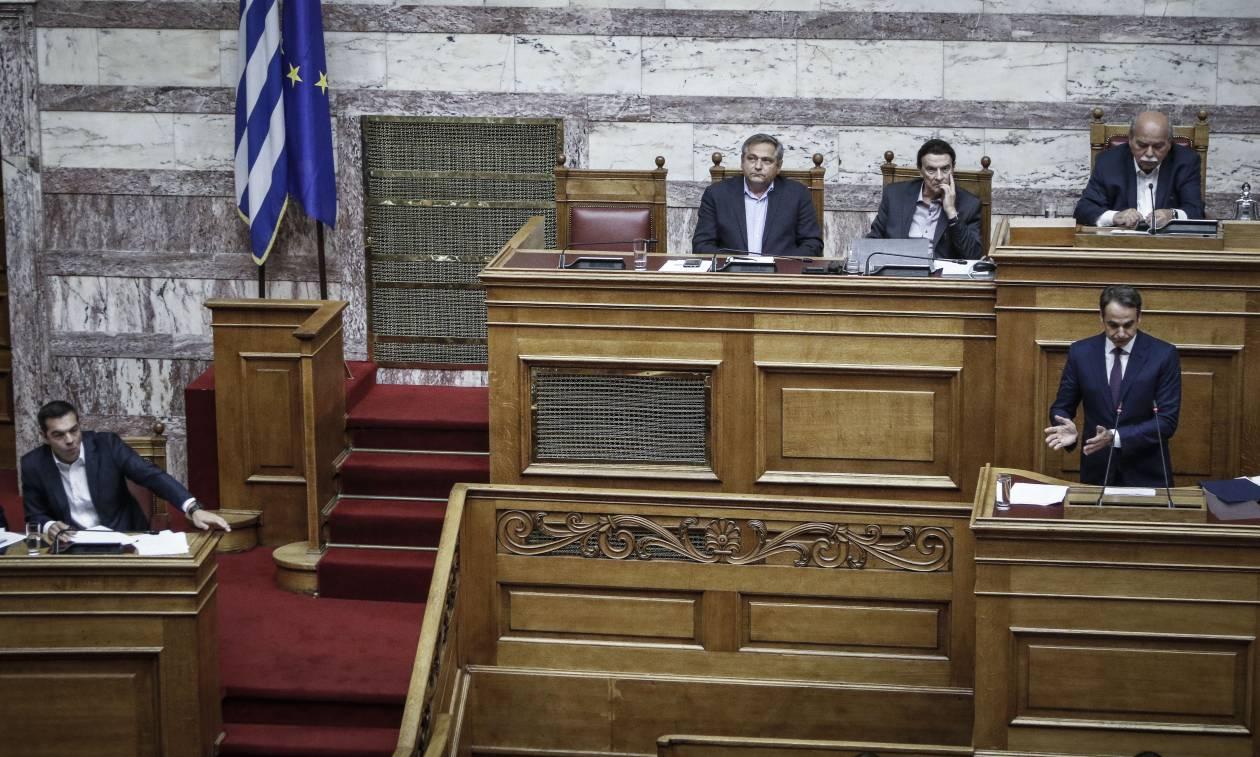 Βουλή LIVE: Ο Μητσοτάκης ανοίγει τα χαρτιά του για την πρόταση μομφής