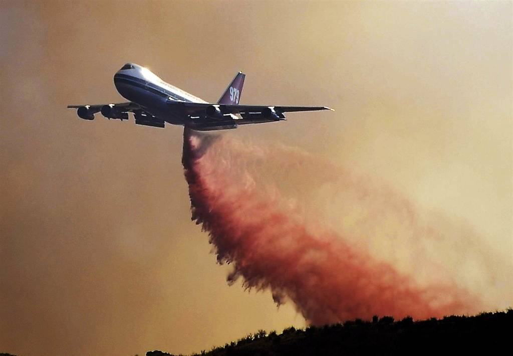 Πυροσβεστικό αεροσκάφος «έπλυνε» κατά λάθος περιπολικό (vid)