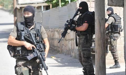 Βγήκαν τα όπλα στην Τουρκία: Τρεις νεκροί σε προεκλογική συγκέντρωση του κόμματος του Ερντογάν (Vid)