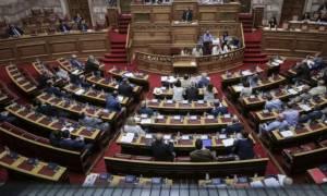 Άγρια «μάχη» στη συζήτηση για την πρόταση μομφής της ΝΔ κατά της κυβέρνησης