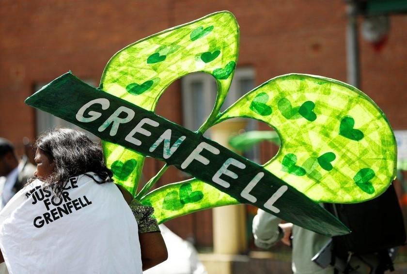 Πύργος Γκρένφελ: 72 δευτερόλεπτα σιγής για τα 72 θύματα της τραγωδίας (pics)