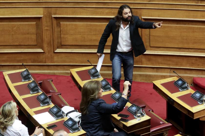 LIVE Βουλή: Ο Μπαρμπαρούσης κάλεσε σε πραξικόπημα - Εκτός Βουλής η Χρυσή Αυγή με απόφαση Βούτση