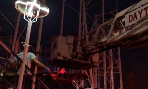 Εφιάλτης σε λούνα παρκ: Επιβάτες εκτοξεύτηκαν από «τρενάκι του τρόμου» (video)