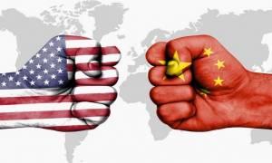 Ο παγκόσμιος εμπορικός πόλεμος ξεκίνησε: Με δασμούς σε τεχνολογικά προϊόντα χτυπά την Κίνα ο Τραμπ