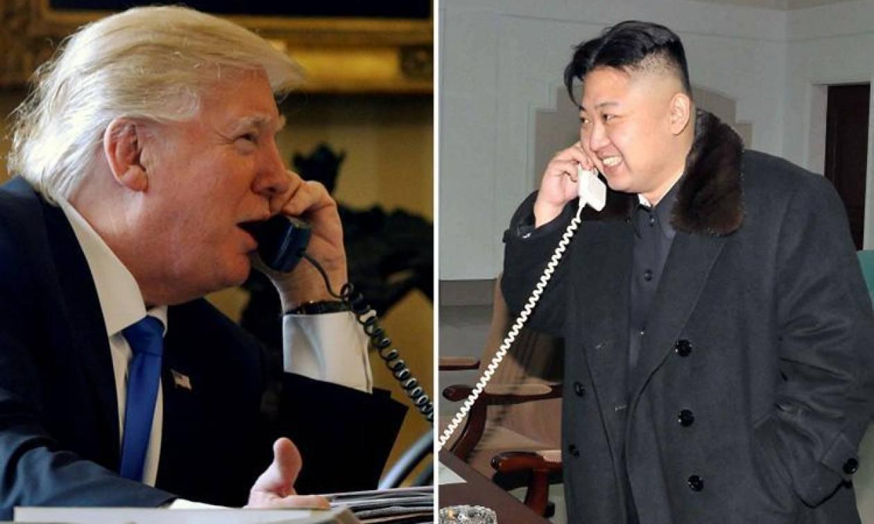 Αντάλλαξαν τηλέφωνα Τραμπ και Κιμ Γιονγκ Ουν – Τι αποκάλυψε ο Τραμπ για το «κόκκινο τηλέφωνο»