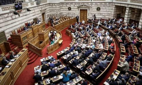 LIVE: H συζήτηση στη Βουλή για την πρόταση μομφής