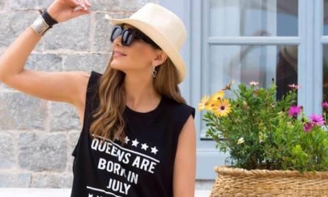 ΟMG: Η Δέσποινα Βανδή ποζάρει με το πιο σέξι outfit και μας αφήνει με το στόμα ανοιχτό