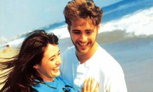 Ο Jason Priestley από το Beverly Hills 90210 είναι σήμερα 49 ετών και παραμένει γόης