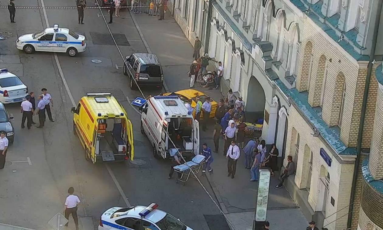 Βίντεο ντοκουμέντο: Η στιγμή που ταξί παρέσυρε πεζούς στο κέντρο της Μόσχας